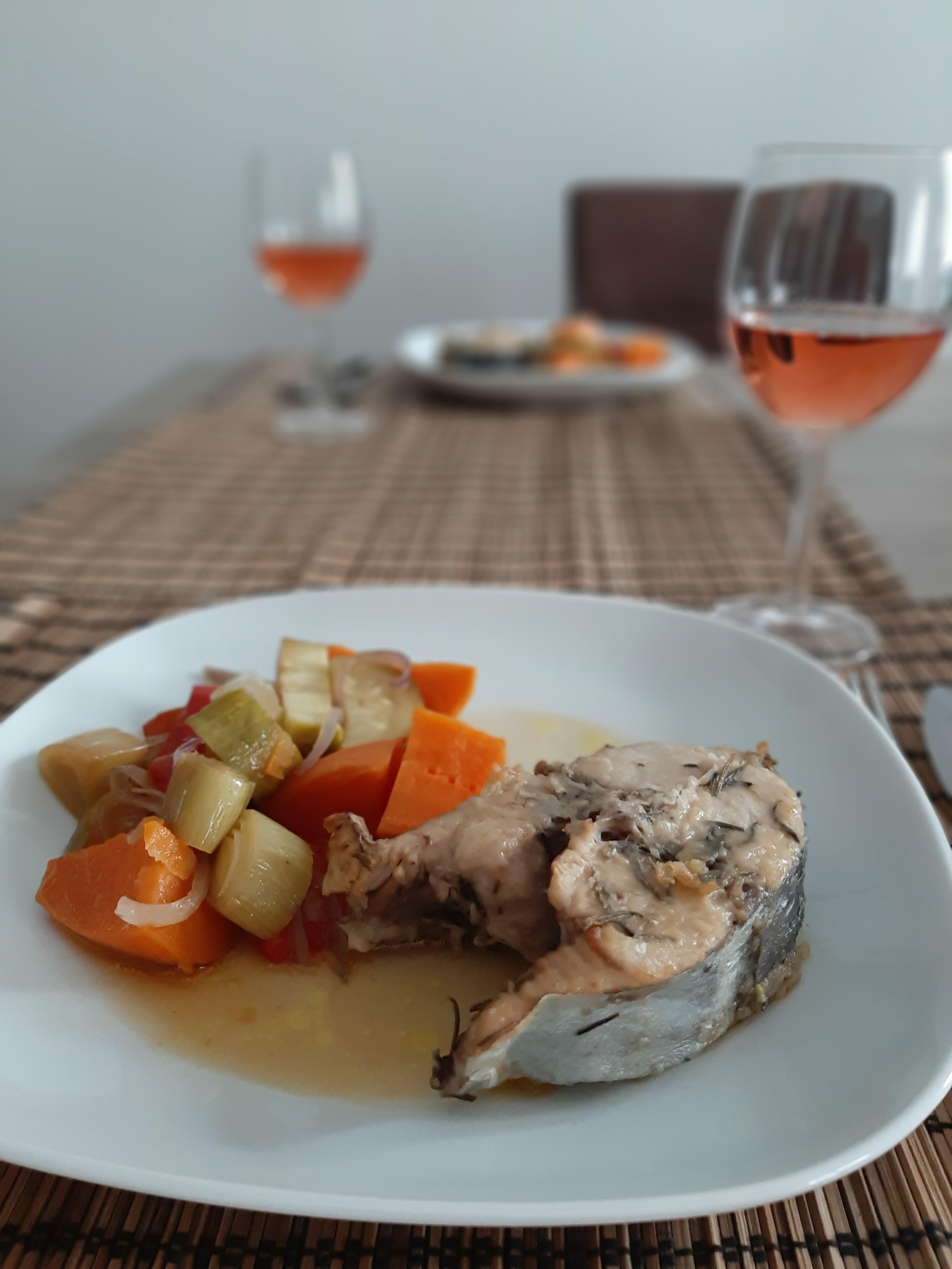 Thunfisch auf Gemüsebett